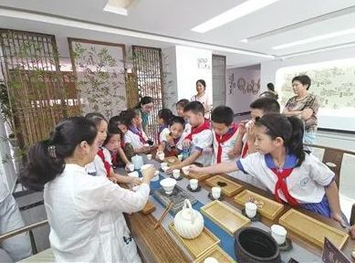 """藏身社区的""""共享茶桌"""""""